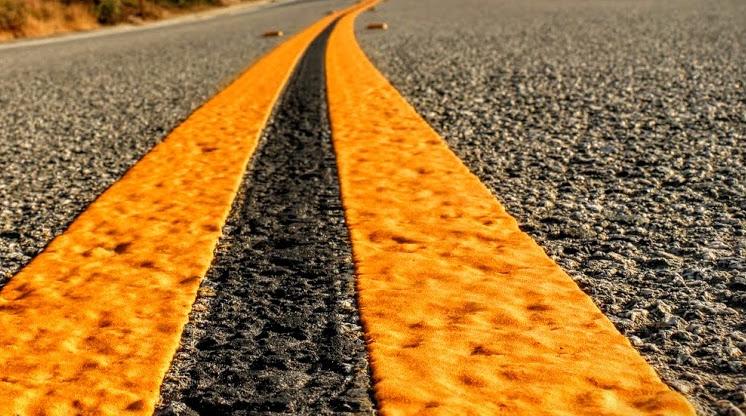 Roadtrip USA yellow line