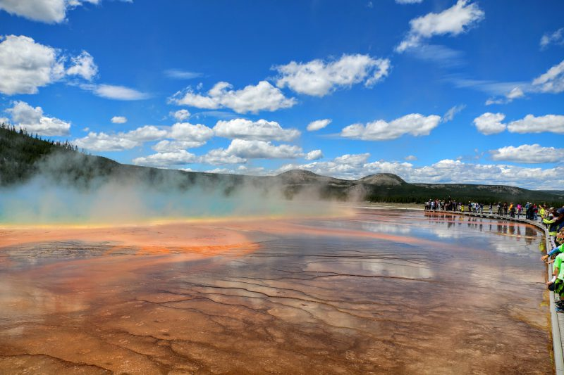 Het wandelpad langs de Grand Prismatic Spring