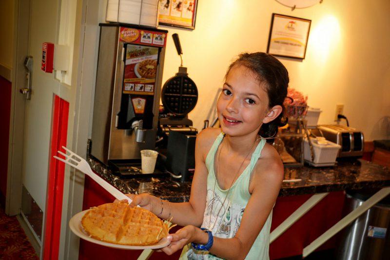 Ontbijt in Amerika - zelf wafels bakken met siroop