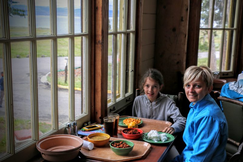 restaurant-lake-lodge-yellowstone