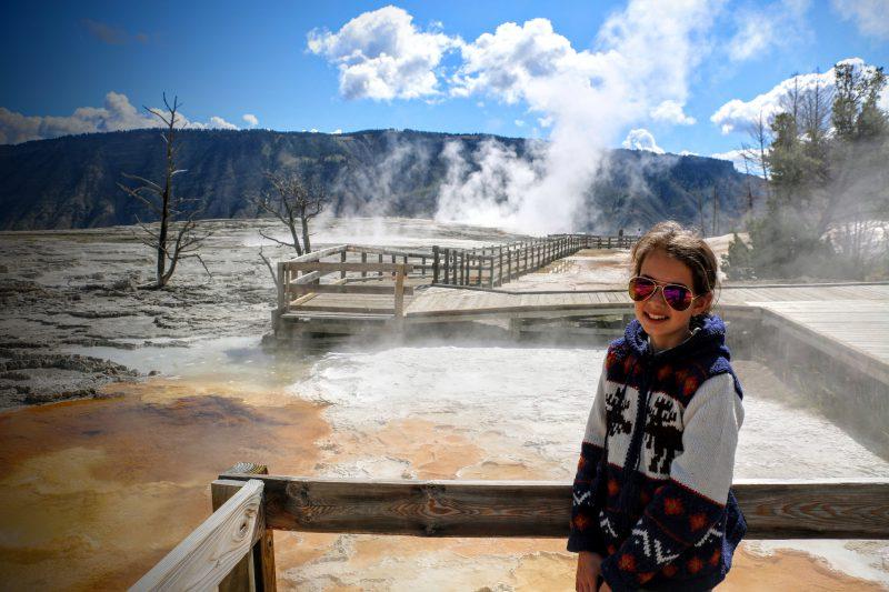 Een prachtig wandelpad in Mammoth Hot Springs