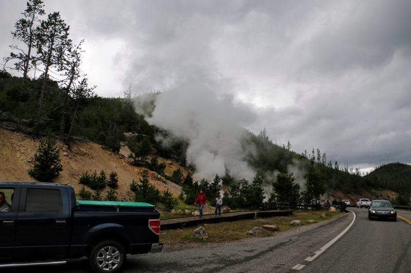 Onderweg naar ons hotel in West Yellowstone lagen er ook geisers