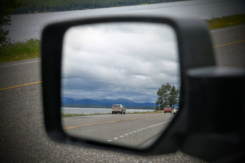 Yellowstone Lake in de autospiegel