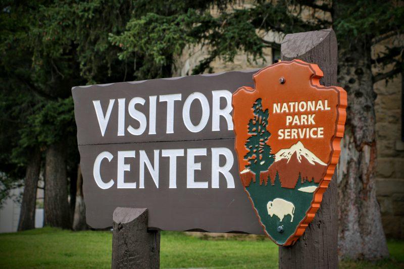 visitor-center-mammoth-hot-springs