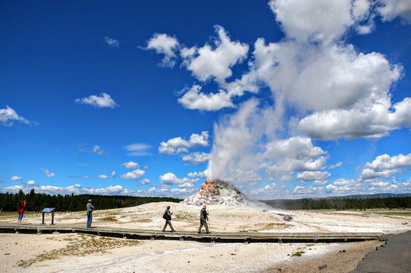 White Dome Geyser eruptie