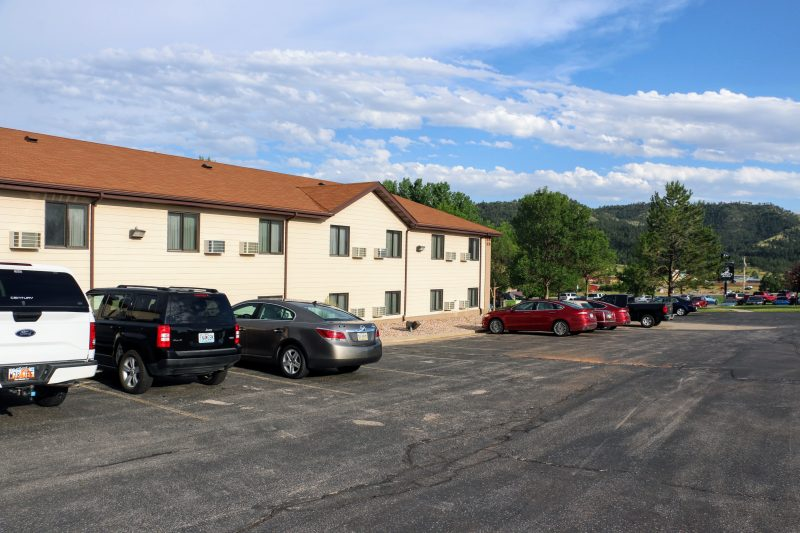 Parking Super 8 Hot Springs